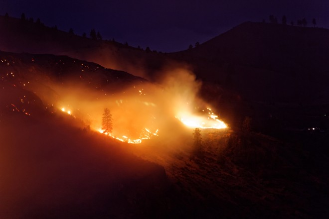 The Chelan Complex Fire burns in central Washington. Photo by Ben Brooks (Creative Commons)